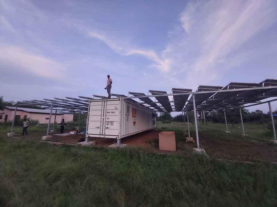 Les panneaux solaires qui fournissent l'énergie à l'usine de transformation de viande Vianor à Notsé au togo
